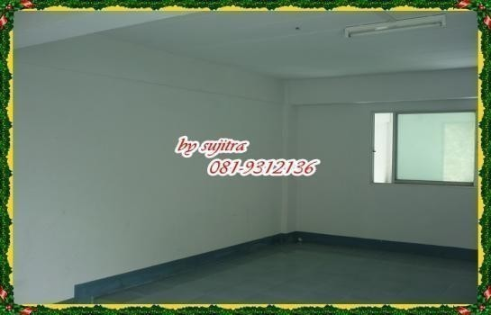 В аренду: Шопхаус 17 кв.ва. в районе Nonthaburi, Central, Таиланд   Ref. TH-VNKWMQGW