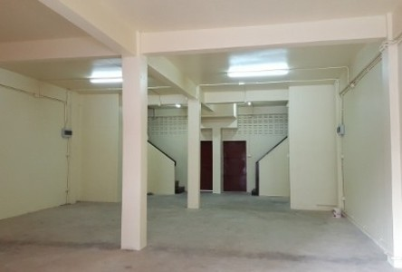 For Rent 3 Beds Shophouse in Thanyaburi, Pathum Thani, Thailand