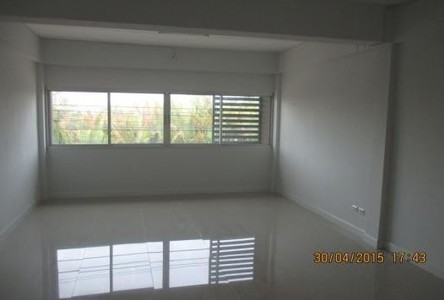 For Sale 3 Beds Shophouse in Phra Samut Chedi, Samut Prakan, Thailand