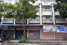 For Sale Shophouse 17 sqwa in Mueang Nakhon Pathom, Nakhon Pathom, Thailand