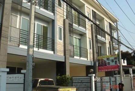 Продажа: Офис с 3 спальнями в районе Huai Khwang, Bangkok, Таиланд