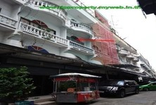 For Sale 3 Beds Shophouse in Phasi Charoen, Bangkok, Thailand