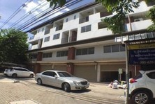 For Rent 2 Beds Shophouse in Nonthaburi, Central, Thailand