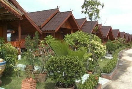 For Sale Apartment Complex 15 rooms in Tha Tako, Nakhon Sawan, Thailand