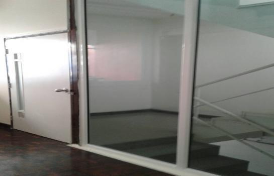 В аренду: Шопхаус 1,000 кв.м. в районе Mueang Nonthaburi, Nonthaburi, Таиланд | Ref. TH-TTDCZWND