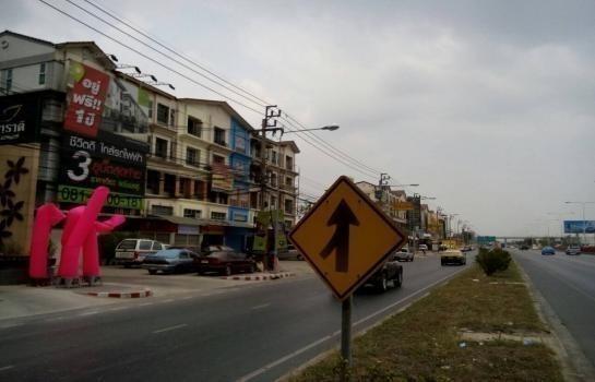 For Rent 3 Beds Shophouse in Pak Kret, Nonthaburi, Thailand | Ref. TH-LMFQPFXW