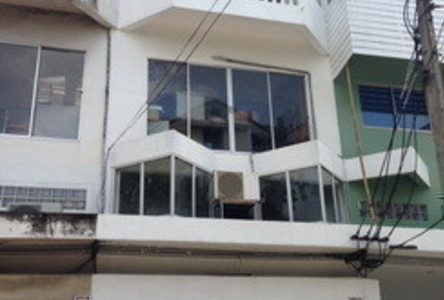 For Sale or Rent 3 Beds Shophouse in Huai Khwang, Bangkok, Thailand