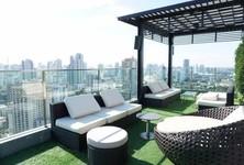 В аренду: Кондо с 2 спальнями возле станции BTS Phrom Phong, Bangkok, Таиланд