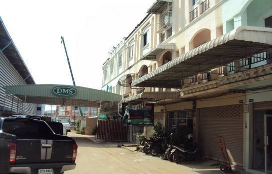 For Sale or Rent 4 Beds Shophouse in Sam Phran, Nakhon Pathom, Thailand | Ref. TH-BRMVRKCK