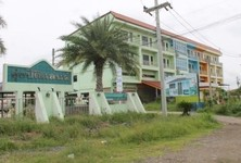 For Sale 4 Beds Shophouse in Mueang Lop Buri, Lopburi, Thailand