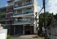 Продажа: Шопхаус с 4 спальнями в районе Mueang Samut Prakan, Samut Prakan, Таиланд