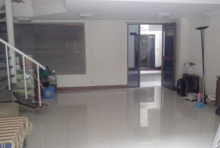 For Rent 2 Beds Shophouse in Khlong Toei, Bangkok, Thailand