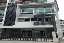 В аренду: Офис с 2 спальнями в районе Mueang Samut Prakan, Samut Prakan, Таиланд