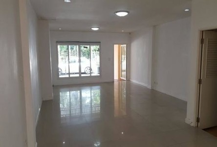 For Rent 4 Beds Shophouse in Pak Kret, Nonthaburi, Thailand