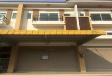 For Sale 2 Beds Shophouse in Si Racha, Chonburi, Thailand