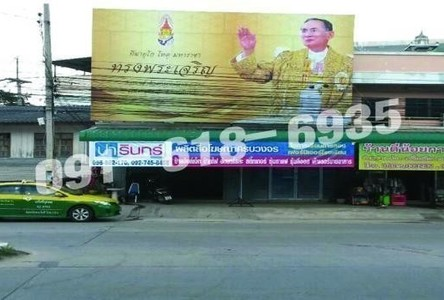 For Sale 4 Beds Shophouse in Mueang Nakhon Sawan, Nakhon Sawan, Thailand