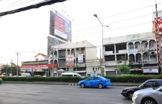 В аренду: Шопхаус с 5 спальнями в районе Mueang Nonthaburi, Nonthaburi, Таиланд   Ref. TH-WWBBCSHX