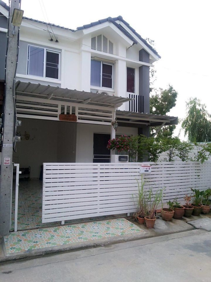 For Sale or Rent 3 Beds タウンハウス in Mueang Pathum Thani, Pathum Thani, Thailand | Ref. TH-BTNJEBGZ