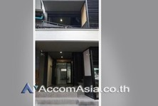 For Sale or Rent Shophouse 280 sqm in Bangkok, Central, Thailand