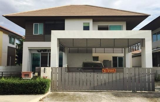 For Sale or Rent 3 Beds 一戸建て in Mueang Chachoengsao, Chachoengsao, Thailand | Ref. TH-BZUDZLFW