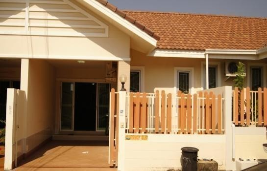 For Sale or Rent 2 Beds タウンハウス in Bang Lamung, Chonburi, Thailand | Ref. TH-FQZSIARG