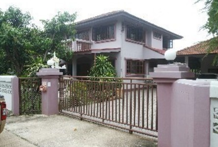 For Sale 4 Beds House in Mueang Phitsanulok, Phitsanulok, Thailand
