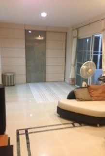 For Sale 3 Beds House in Bang Phli, Samut Prakan, Thailand | Ref. TH-WSMAGJCV