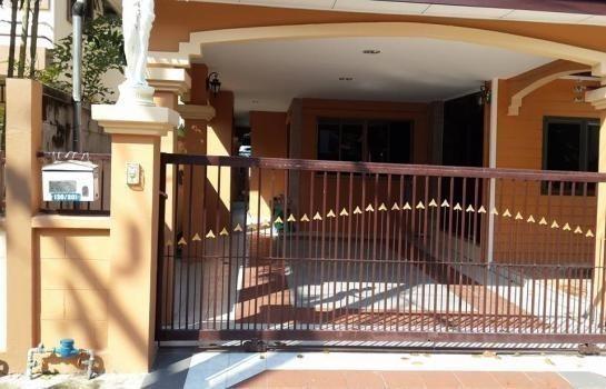 For Sale 3 Beds 一戸建て in Thanyaburi, Pathum Thani, Thailand | Ref. TH-OXMKLLPT
