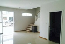 For Rent 3 Beds Townhouse in Mueang Samut Prakan, Samut Prakan, Thailand