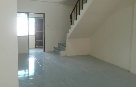 For Sale 2 Beds タウンハウス in Mueang Chon Buri, Chonburi, Thailand | Ref. TH-YJUTTNMG