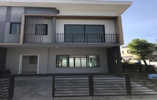 For Sale 3 Beds Townhouse in Phra Pradaeng, Samut Prakan, Thailand | Ref. TH-VZZKNPJY