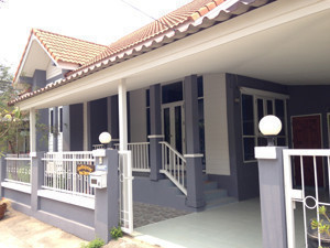 For Rent 3 Beds 一戸建て in Khlong Luang, Pathum Thani, Thailand | Ref. TH-KGUEIRJL
