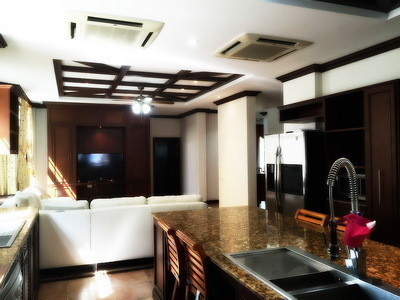 For Sale or Rent 5 Beds House in Bang Phli, Samut Prakan, Thailand | Ref. TH-XZZXUVEE