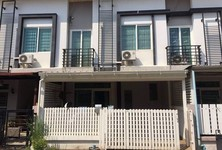 For Rent 4 Beds Townhouse in Saphan Sung, Bangkok, Thailand