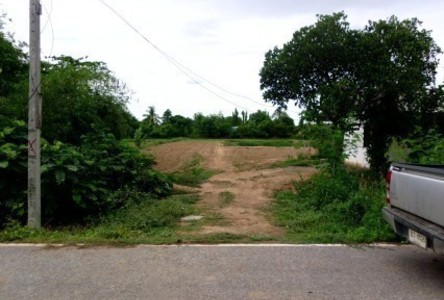 For Sale Land 4 rai in Si Nakhon, Sukhothai, Thailand