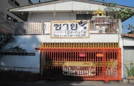 For Sale 4 Beds House in Mueang Samut Prakan, Samut Prakan, Thailand | Ref. TH-WRSTKFZN