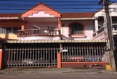 For Rent 3 Beds Townhouse in Mueang Rayong, Rayong, Thailand