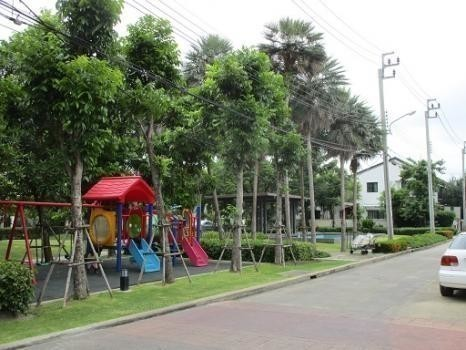 For Sale 3 Beds タウンハウス in Bang Bua Thong, Nonthaburi, Thailand | Ref. TH-GIEMDGHY