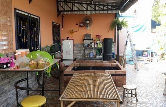 For Sale 3 Beds Townhouse in Mueang Samut Prakan, Samut Prakan, Thailand | Ref. TH-FPVXMFXA