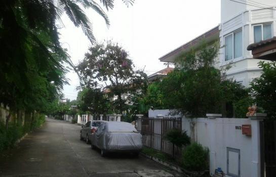 For Sale 4 Beds House in Bang Phli, Samut Prakan, Thailand | Ref. TH-MJKZPAWP