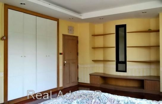For Sale 4 Beds House in Chatuchak, Bangkok, Thailand | Ref. TH-UGOJNACS