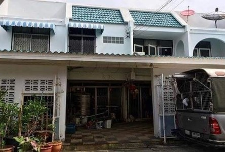 For Sale 5 Beds Townhouse in Mueang Samut Prakan, Samut Prakan, Thailand