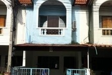 For Sale 2 Beds Townhouse in Mueang Lop Buri, Lopburi, Thailand