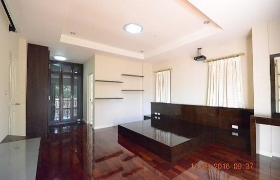 For Sale 3 Beds House in Phra Pradaeng, Samut Prakan, Thailand | Ref. TH-KOZBKTWQ