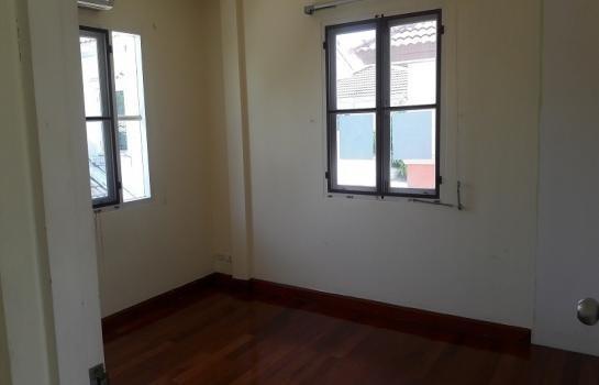 For Sale 3 Beds House in Bang Phli, Samut Prakan, Thailand   Ref. TH-LDOEGXMM