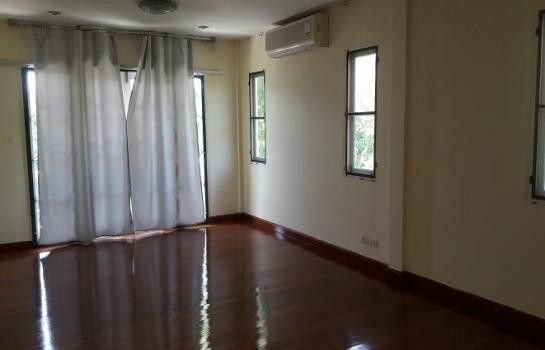 For Sale 3 Beds House in Bang Phli, Samut Prakan, Thailand | Ref. TH-LDOEGXMM