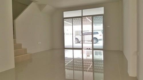 For Rent 3 Beds タウンハウス in Si Racha, Chonburi, Thailand | Ref. TH-NEWXTOVZ