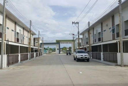 For Rent 3 Beds Townhouse in Si Racha, Chonburi, Thailand