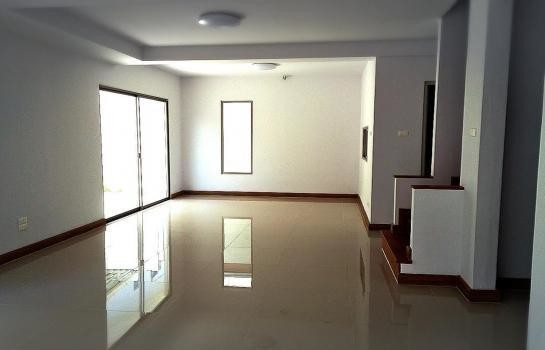For Sale or Rent 3 Beds タウンハウス in Si Racha, Chonburi, Thailand | Ref. TH-AACCCUJM