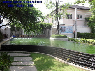 For Sale 3 Beds Townhouse in Mueang Samut Prakan, Samut Prakan, Thailand | Ref. TH-KNWNVBOG